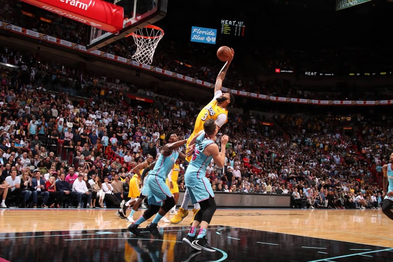 Los Angeles Lakers Get A Closed Victory Against The Miami