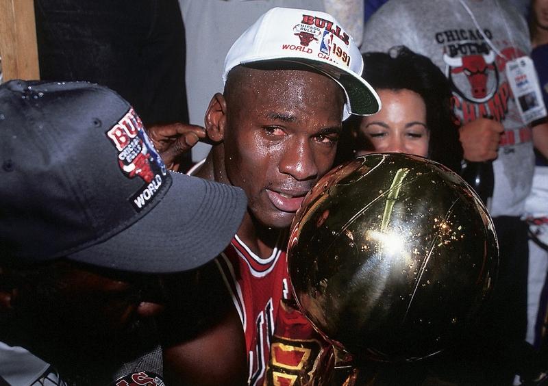 LeBron James chia sẻ khoảnh khắc suýt khóc khi dõi theo Michael Jordan